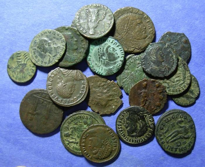 Ancient Coins - 21 Late Roman Bronze coins