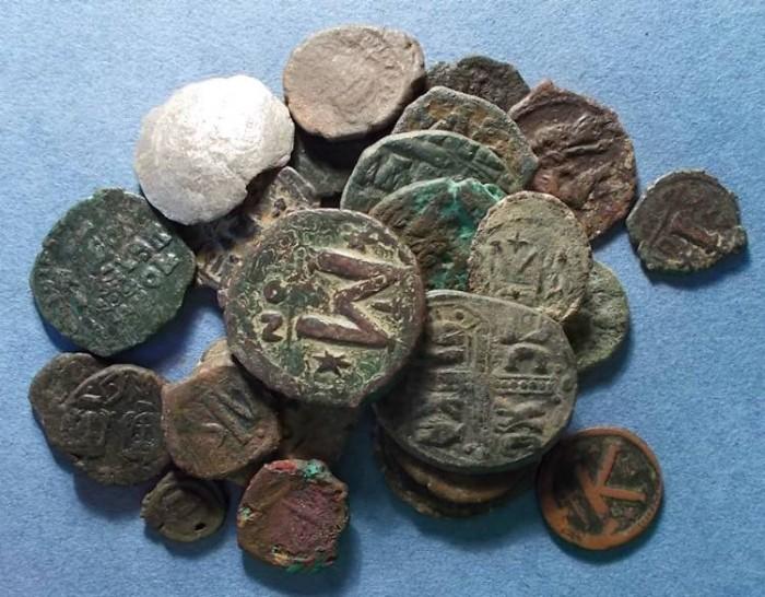 Ancient Coins - 28 Byzantine Coins,  Circa 500-1100AD,