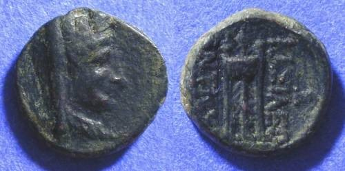 Ancient Coins - Seleucid Kingdom - Antiochos II 261-246 BC - AE 12