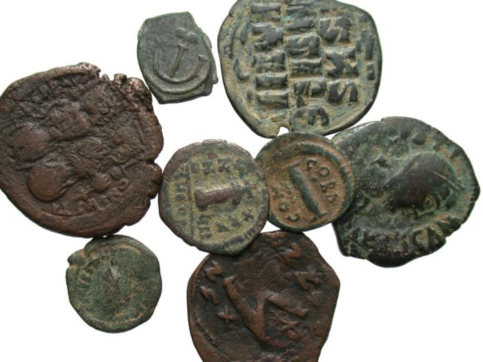 Ancient Coins - [Byzantine]. Lot of eight Byzantine Æ.