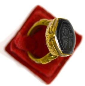 Ancient Coins - A nice antique islamic silver gilt ring.