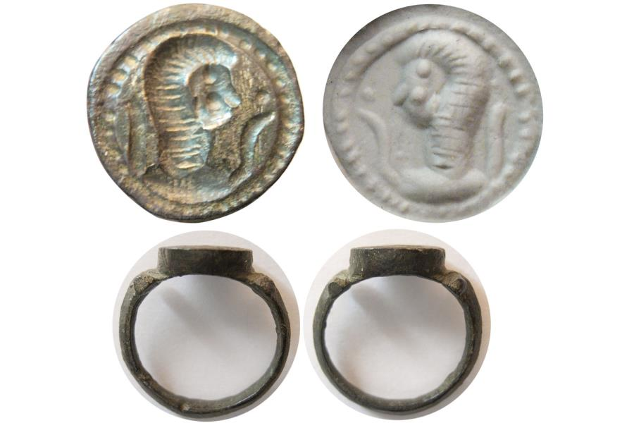 Ancient Coins - CELTIC. Ca. 2nd.- 3rd. Century AD. Bronze Seal Ring.