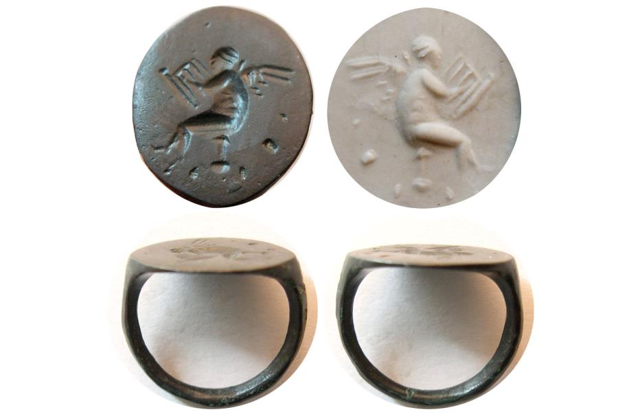 Ancient Coins - ROMAN EMPIRE. Ca. 2nd.- 3rd. Century AD. Bronze Seal Ring. Angel playing Harp !