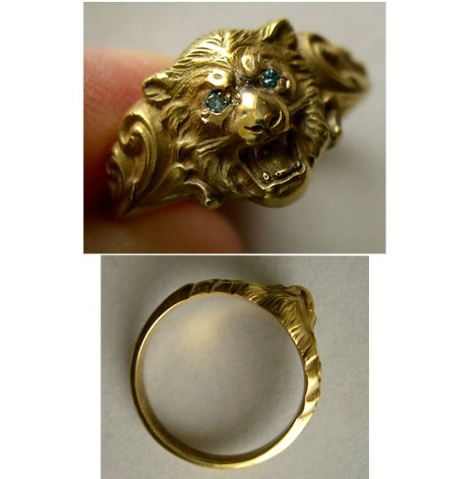 World Coins - Roaring Lion 18k Gold Ring with blue gemstone eyes.