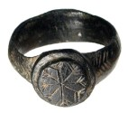 Ancient Coins - Byzantine, X-XIII Century AD. Cast bronze ring with engraved palm branches on shoulder and circular bezel with eight-armed star with feathered ends. Size 9. Choice and wearable.  …