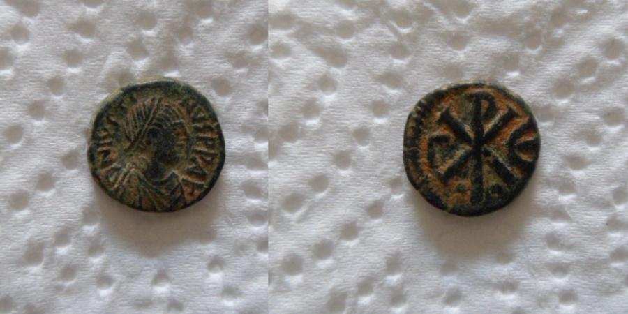 Ancient Coins - Justin I. 518-527. Æ Pentanummium (13mm/1.8gr). Constantinople mint.