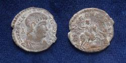 Ancient Coins - MAGNENTIUS. 350-353 AD. Æ 22mm (4 gr). Struck 350 AD.