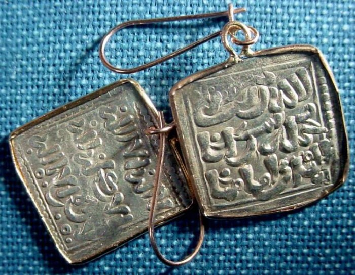 Ancient Coins - 2EARG8) EARRING, CONSISTING OF TWO SQUARE SILVER MUWAHUDDUN COINS SET IN AN 18 CRT GOLD FRAME