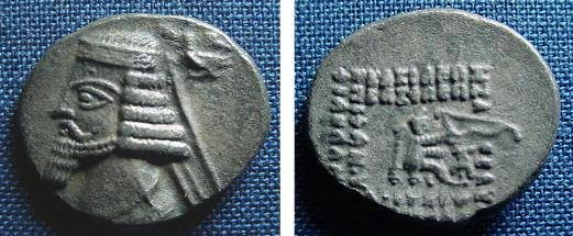 Ancient Coins - 739ER) PARTHIA, PHRAATES IV, 38-2 BC, AR DRACHM, 3.62 GRAMS, 18 MM, SELLWOOD TYPE 52, IN aVF.