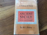 ANCIENT SICILY TO THE ARAB CONQUEST, A HISTORY OF SICILY by M.I. FINLEY 1968 The Viking Press.  Hardback/jacket 226 pages  Very Good