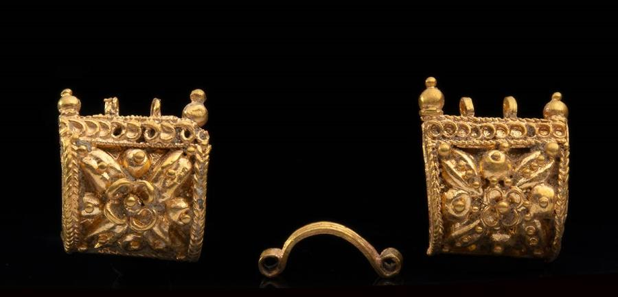 Ancient Coins - Couple of Etruscan gold miniature bauletto earrings, First half of 6th century BC; height mm 9 each; gr 2,31 tot;