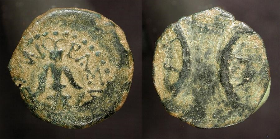 "Ancient Coins - Judaea. Alexander Jannaeus, 103-76 BC. AE Prutah. ""Widow's Mite"". Two sets of Stars struck off center. H 1150 v"