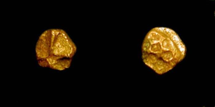 World Coins - z Quarter Fanam Gold Coin. India. Vijayanagar Empire, 15th-16th Century AD