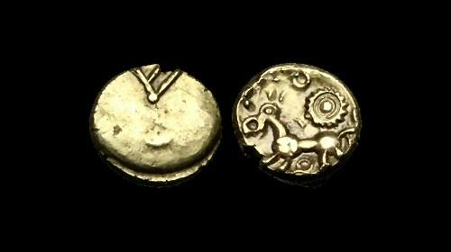 Ancient Coins - CE-DFUB - CELTIC ATREBATES COMMIUS 'V' Gold Quarter Stater, ca.45-30BC