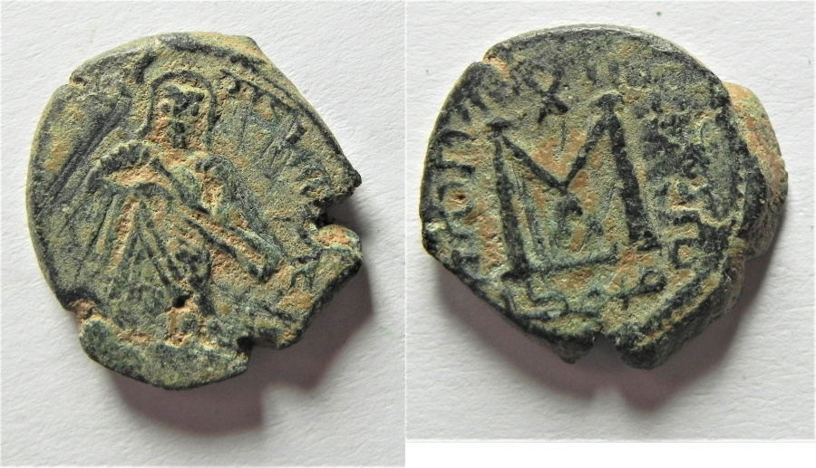 World Coins - Very Rare: ISLAMIC. Umayyad Caliphate. Time of Abd al-Malik (AH 65-86 / AD 685-705) AE fals (17mm, 3.44g).  Amman mint.
