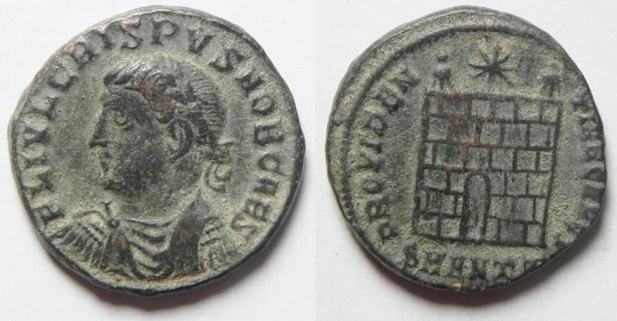 Ancient Coins - crispus ae 3 , camp gate