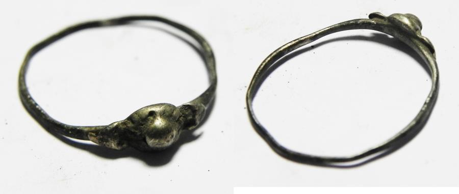 Ancient Coins - ANCIENT ROMAN SILVER RING. 100 - 200 A.D.