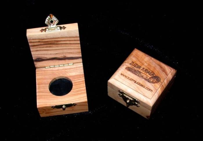 Ancient Coins - Israel Olive Wood Presentation box - 25mm hole black velvet pad