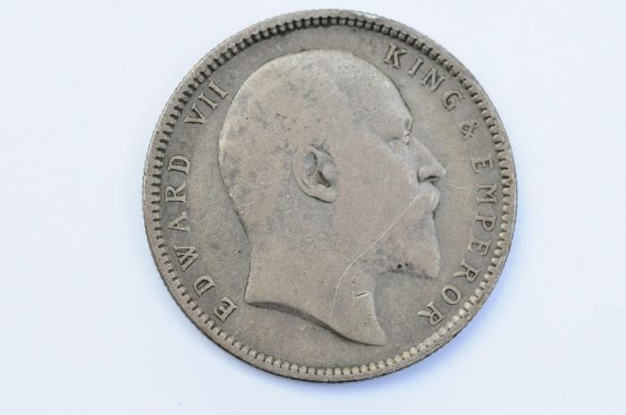 World Coins - India British Silver Rupee 1906  VF+