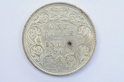 World Coins - India British Silver Rupee 1900  XF