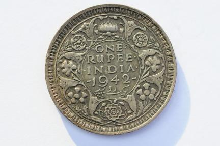 World Coins - India British Silver Rupee 1942   XF-