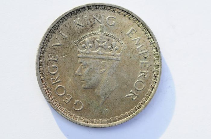 World Coins - India British Silver Rupee 1944  XF/AU