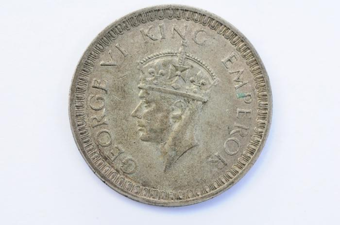 World Coins - India British Silver Rupee 1942  XF