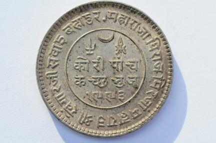World Coins - India Kutch  5 Kori VS1992 - 1936  XF