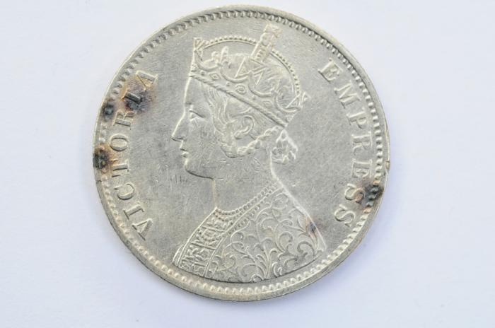 World Coins - India British Silver Rupee 1900  XF
