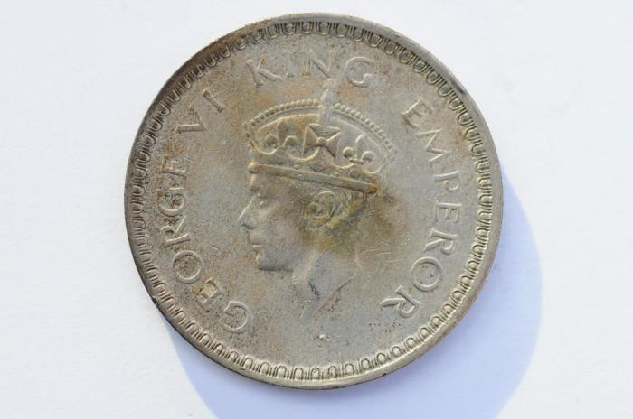 World Coins - India British Silver Rupee 1944  XF