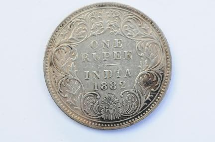 World Coins - India British Silver Rupee 1882 (b)   XF