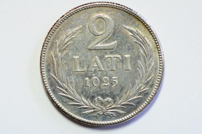 World Coins - Latvia Silver 2 Lati 1925  XF
