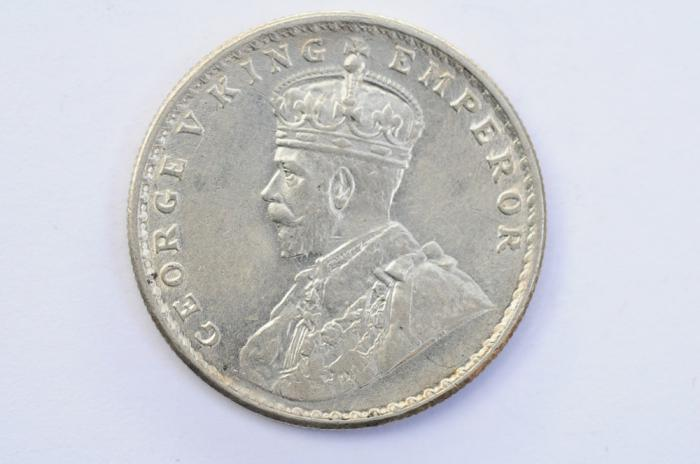 World Coins - India British Silver Rupee 1919  UNC