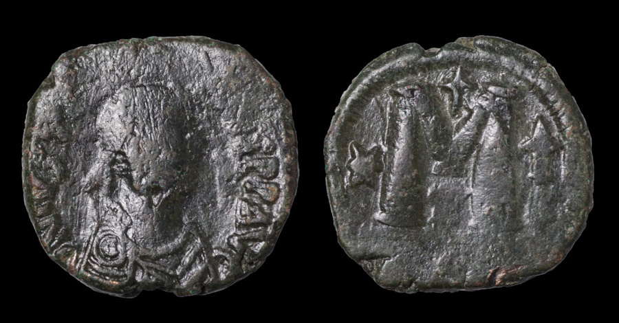 Ancient Coins - JUSTIN I 518-527 AD AE30 Follis. Constantinople mint.