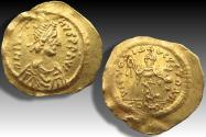 AV gold tremissis Justin II, Constantinople mint 565-578 A.D. - nicely centered & showing all details -
