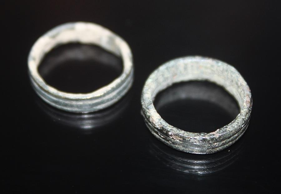 Ancient Coins - Lot comprising 2 bronze Roman wedding rings