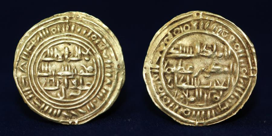 World Coins - SULAYHID DINAR Temp Arwa bint ahmad (484-532) In the name of Al Mukarram Ahmad (1.19g,18mm) VF