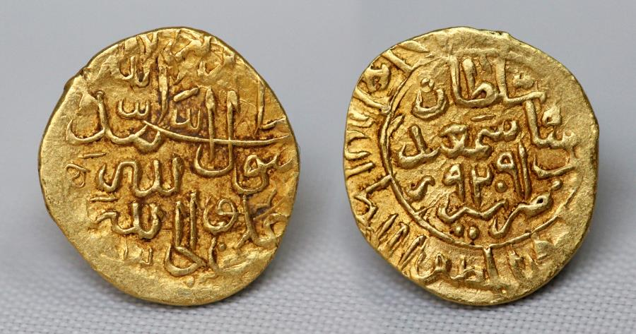 World Coins - SAFAVID Dinar. Mint : Shiraz 921H Shah Ismail. 0.79g, 11mm.