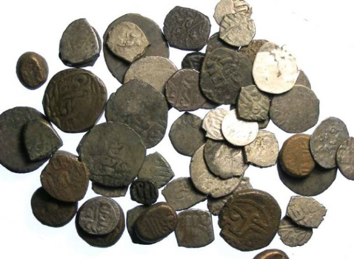 Ancient Coins - Bulk lot of lower grade un-identified Islamic and Indian coins.  Mixed bronze and silver. Over 50 coin.