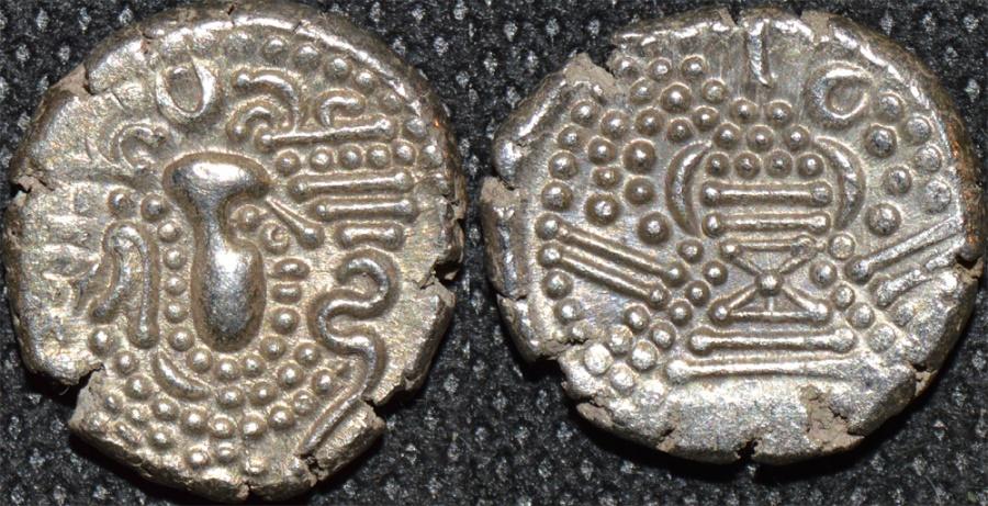 World Coins - INDIA, CHALUKYAS of GUJARAT, Anonymous Silver drachm (gadhaiya paisa). SUPERB!