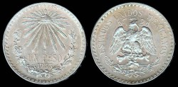 World Coins - 1933 M Mexico 1 Peso UNC