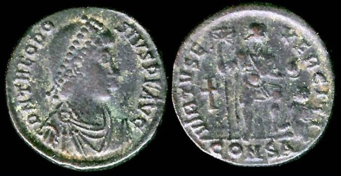 Ancient Coins - Theodosius I Ae2 - VIRTVS EXERCITI - Constantinople Mint