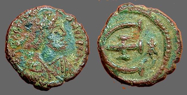 Ancient Coins - Justinian I AE Pentanummium, E, cross at center