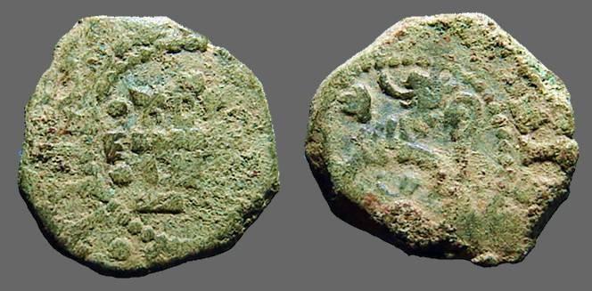 World Coins - Philip III AE 4 maravedis.  Castle / rampant lion.