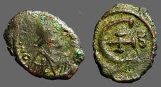 Ancient Coins - Justinian I AE pentanummium 'E' w. cross.  B officiana.    Constantinople Mint.