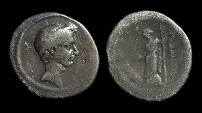 Ancient Coins - Julius Caesar, died 44 BC. AR Denarius (3.63g).