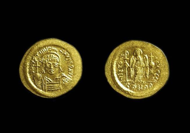 Ancient Coins - JUSTINIAN I, AD 527-565. AV Solidus (4.49g).