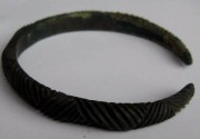 Ancient Coins - Beautiful Roman bronze bracelet with unique  ornamentation