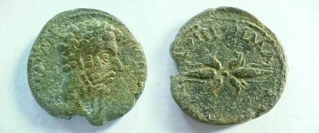 Ancient Coins - Commodus AE27 of Macedonia.  Winged thunderbolt.