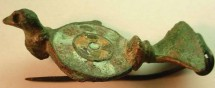 Ancient Coins - ROMAN BRONZE ENAMELED BROOCH .BIRD